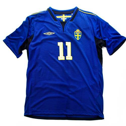 SWEDEN 2004-2006 AWAY S/S L #11 LARSSON